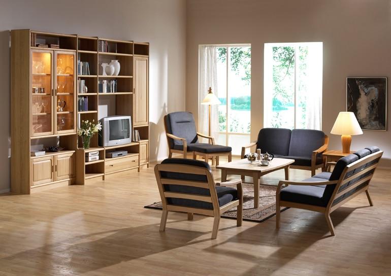 Wohnzimmer in Eiche mit K4 frederiksborg Anbauwand und 1260K Garnitur